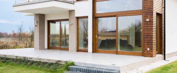 maison fenêtre en bois